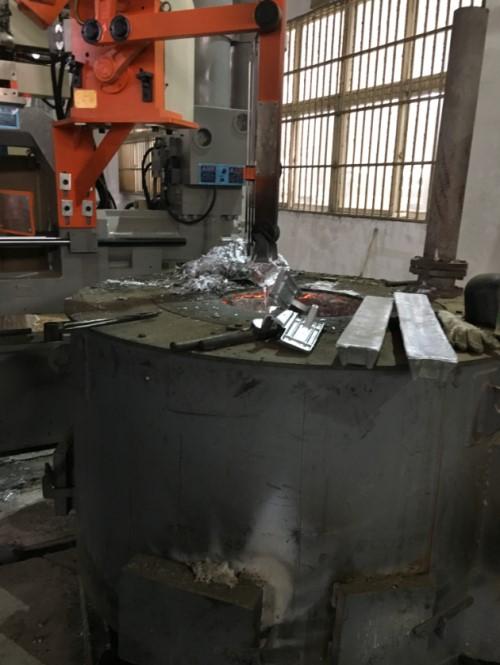 ダイカスト炉