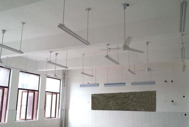 对于教室照明设计的关键是选择一款优质的教室灯管和专用的教室灯盘