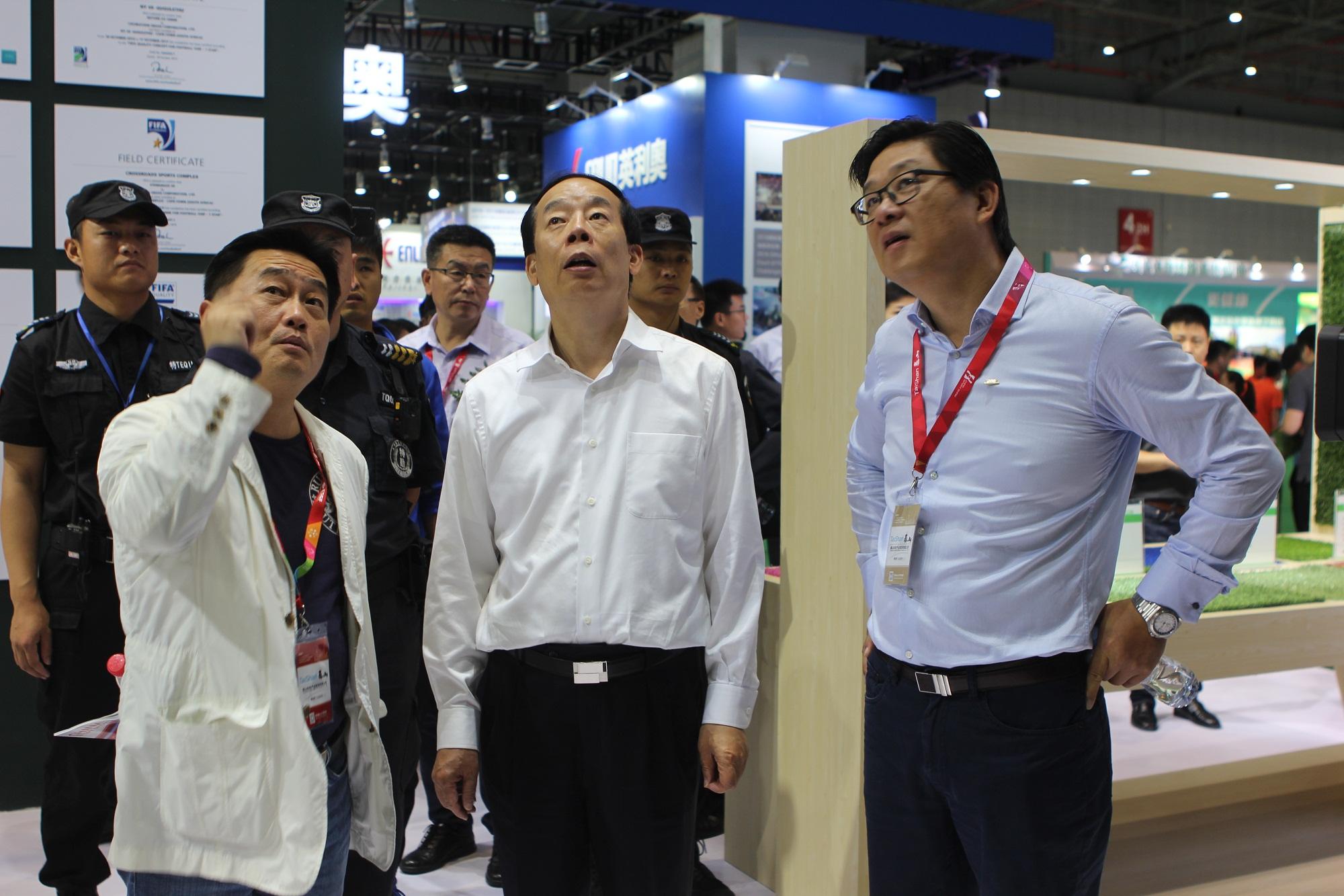 体育总局副局长赵勇参观共创展位